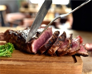 71Oz is Ajman's first home-grown steakhouse concept. It is a place to meet and communicate over good food. 71Oz serves premium cut steak of certified Angus beef along with a variety of cuts, including bone-in rib-eye, tender filet mignon and 1kg tomahawk, all grilled as per the guest's liking as well as chicken and seafood. The menu is designed so that the dishes are tailored as per guest's preference and all sauces are made fresh in-house, allowing to make changes in the ingredients easily.