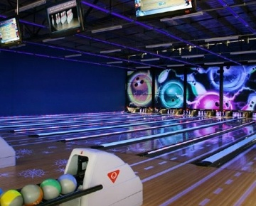 Whether you are 6 or 60, The Fun Company promises secure, all-round family entertainment for everyone! Gather your team and head to the lanes for a game of glow-in-the-dark ten-pin bowling. Follow that up with an exhilarating ride in a 4D theatre where you experience every bump, dip and turn as your seat shakes, tilts, rotates, vibrates and turns. Now that your adrenalin is pumping, head for the state-of-the-art arcade where you will be able to jump, hit, shoot or race your way to a great prize!